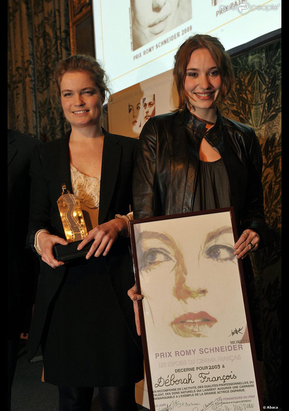 Sarah biasini et d borah fran ois lors de la remise du for Prix compagnon