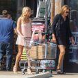 Exclusif - Caitlyn Jenner et sa supposée fiancée Sofia Hutchins sont allées faire des courses à Malibu, le 29 juin 2018