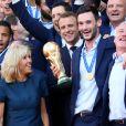 Le président de la République Française Emmanuel Macron et la Première dame Brigitte Macron, accueillent les joueurs de l'équipe de France (Les Bleus) et son sélectionneur Didier Deschamps, le président de la Fédération Française de Football Noël Le Graët et des membres de la FFF, au Palais de l'Elysée. L'équipe de France est en provenance directe de Russie où elle a été sacrée Championne du Monde 2018, pour la deuxième fois de son histoire, après sa victoire en finale face à la Croatie (4-2). Paris, le 16 juillet 2018. © Stéphane Lemouton/Bestimage