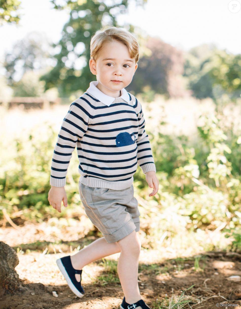 Le prince George de Cambridge photographié pour son 3e anniversaire le 22 juillet 2016 à Anmer Hall.