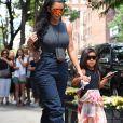 Kim Kardashian avec son compagnon Kanye West et leur fille North West se promènent à New York, le 15 juin 2018.