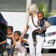 Kim Kardashian avec sa fille North West, son fils Saint West et une amie - La famille Kardashian faire du patin à glace au Iceland Ice Skating Center à Los Angeles, le 21 septembre 2017.