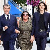 Pierce Brosnan : In love pour une sortie avec sa gironde femme et leur fils