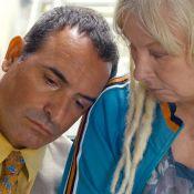 Jean Dujardin court après l'argent devant Yolande Moreau