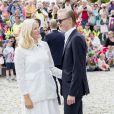 La princesse Mette-Marit de Norvège et son fils Marius Borg Hoiby lors du jubilé des 25 ans de règne du roi Harald V de Norvège, le 23 juin 2016 à Trondheim.