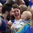 Nikola Karabatic rejoint sa compagne Géraldine Pillet et son fils Alek après le match de demi-finale du 25th mondial de handball, France - © Cyril Moreau/Bestimage