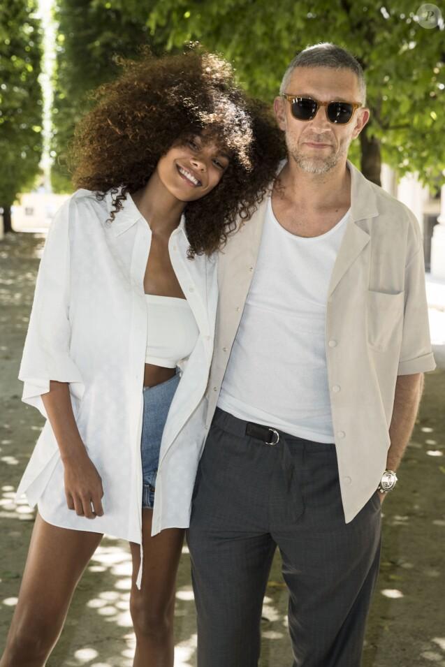 """Tina Kunakey et son fiancé Vincent Cassel au défilé de mode Homme printemps-été 2019 """"Louis Vuitton"""" à Paris. Le 21 juin 2018 © Olivier Borde / Bestimage"""