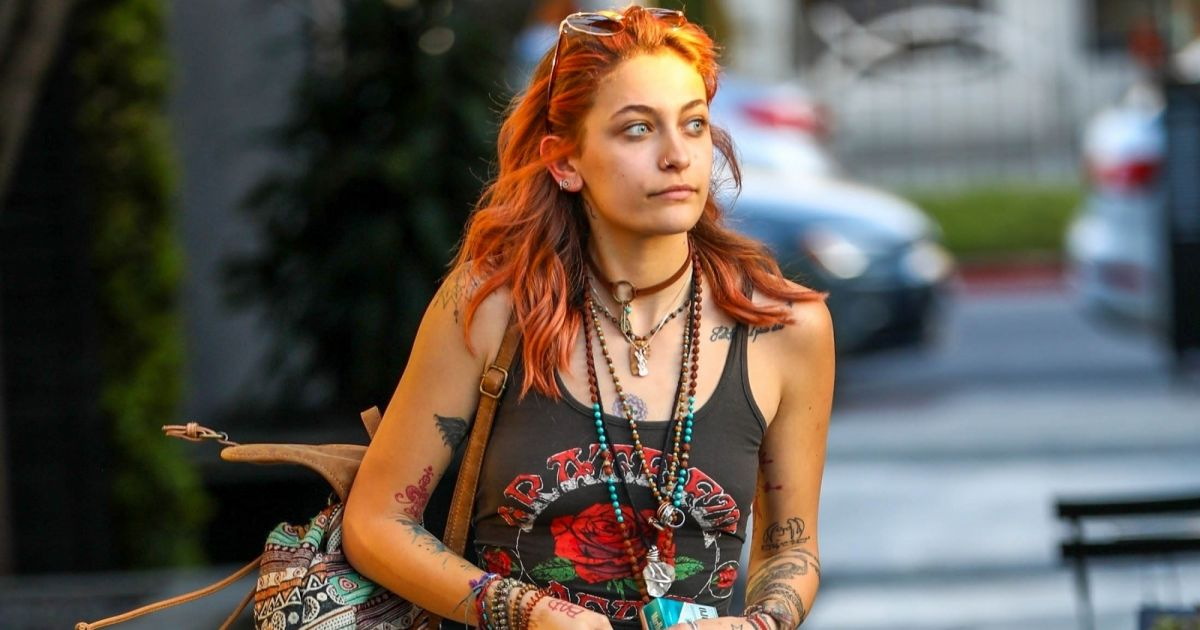 Paris jackson sort du salon de coiffure zero nine one for Salon de coiffure qui recherche apprenti cap