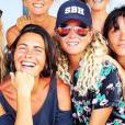Laeticia Hallyday à Saint-Barthélemy entourée de ses amies Alessandra Sublet, Marie Poniatowski, Isabelle Camus, Hortense d'Esteve et Sylviane Destaillats. Juillet 2018.