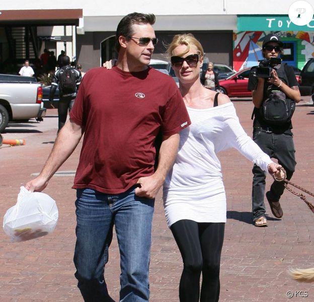 Nicollette Sheridan et son nouveau Jules, à Malibu