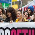 """Asia Argento et Rose McGowan lors de la marche """"Women's WeToo WeToogether"""" pour la journée internationale des droits des femmes à Rome. Le 8 mars 2018"""
