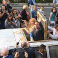 """Yolande Moreau et Jean Dujardin paradent dans la ville à bord d'une improbable Dacia-Limousine pour le film """"'I feel good"""" lors du quatrième jour de la 11ème édition du festival du Film Francophone d'Angoulême, France, le 24 août 2018. © Coadic Guirec/Bestimage"""