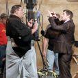 Brad Pitt en plein tournage d'une pub japonaise pour un téléphone portable Softbank... Il porte un sumo. Le spot est réalisé par Spike Jonze, le chéri de Michelle Williams !