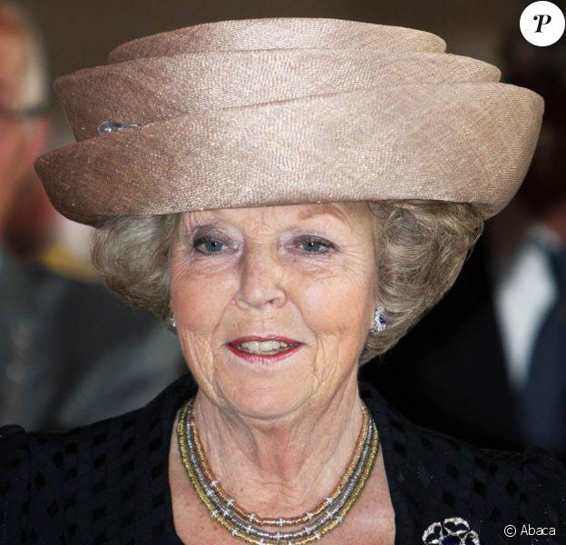 La reine Beatrix des Pays-Bas, très touchée par cet attentat...