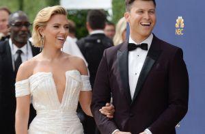 Scarlett Johansson sublime pour soutenir son chéri Colin Jost aux Emmy Awards