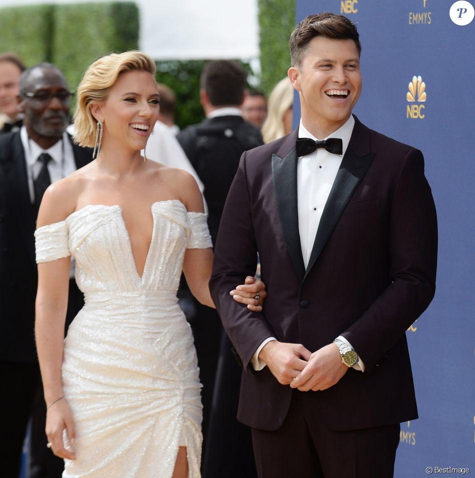 Scarlett Johansson et son compagnon Colin Jost au 70ème Primetime Emmy Awards au théâtre Microsoft à Los Angeles, le 17 septembre 2018.