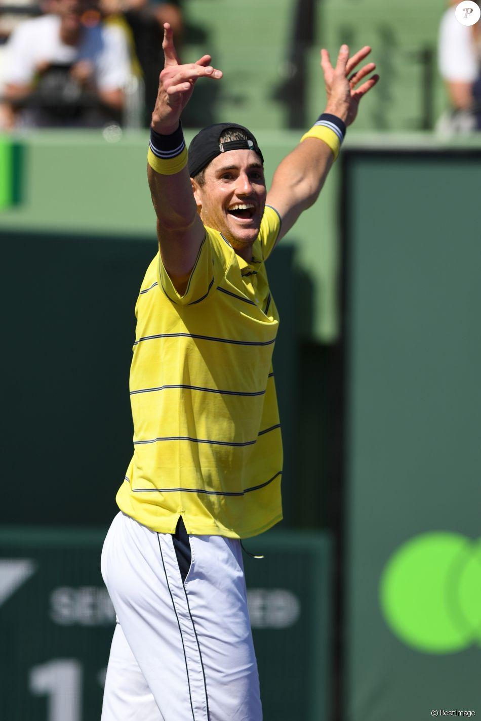 John Isner - John Isner a battu Alexander Zverev lors de la finale masculine du Miami Open au Crandon Park Tennis Center à Key Biscayne en Floride, le 1er avril 2018.
