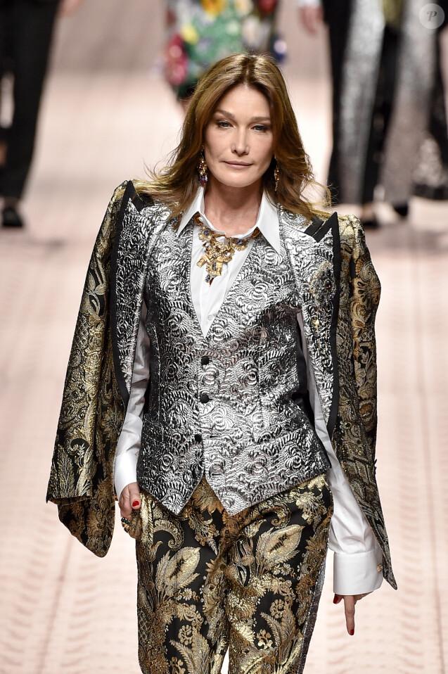 Carla Bruni-Sarkozy lors du défilé Dolce & Gabbana pour la collection Prêt-à-Porter Printemps/Eté 2019 lors de la Fashion Week de Milan, Italie, le 23 septembre 2018.