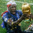Benjamin Mendy - L'équipe de France célèbre son deuxième titre de Champion du Monde sur la pelouse du stade Loujniki après leur victoire sur la Croatie (4-2) en finale de la Coupe du Monde le 15 juillet 2018.