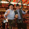 """Arnold Schwarzenegger et son fils Patrick Schwarzenegger à la """"Fête de la Bière 2018 (Oktobertfest)"""" de Munich, le 22 septembre 2018."""