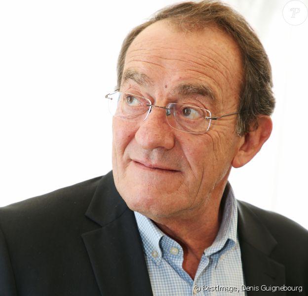 Exclusif - Jean-Pierre Pernaut reçoit le Prix Saint-Roch (Saint Patron des antiquaires) lors de la 96ème édition de la foire de Chatou (la plus célèbre et ancienne foire à la brocante de France) en France, le 14 mars 2018. © Denis Guignebourg/Bestimage