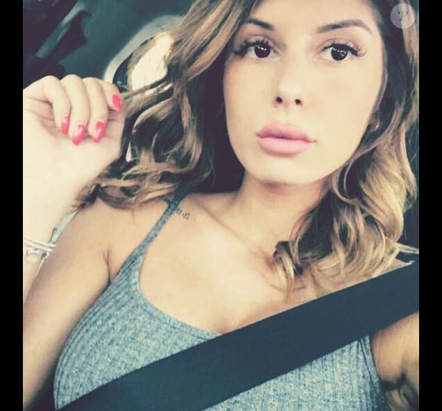Sarah Lopez (Secret Story 10) a troqué sa chevelure ondulée et claire pour un carré lisse et un brun.