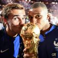 Antoine Griezmann et Kylian Mbappé - Les Bleus fêtent leur deuxième étoile avec leurs supporters après le match de la Ligue des nations opposant la France aux Pays-Bas, au Stade de France, à Saint-Denis, Seine Saint-Denis, le 9 septembre 2018. © Franck Fife/Pool//Bestimage