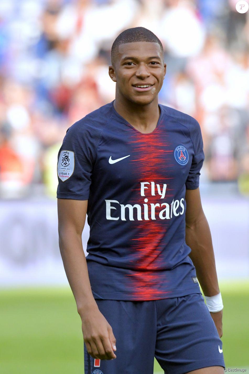 a1b6452417 Kylian Mbappé lors du match de football de ligue 1, le Paris Saint-Germain