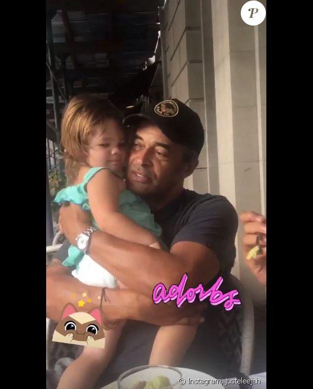 Yannick Noah avec sa petite-fille à New York le 10 octobre 2018.