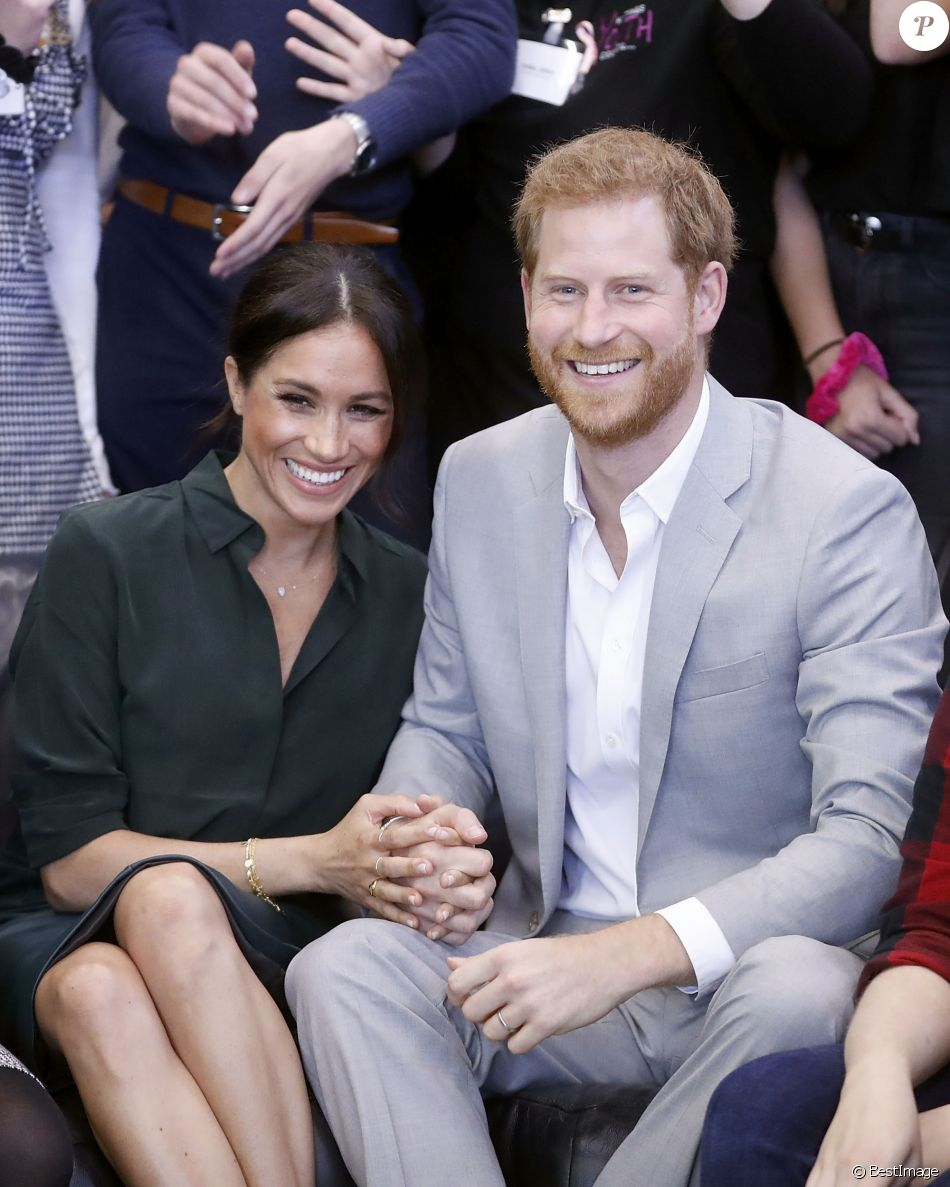 Le prince Harry, duc de Sussex, et Meghan Markle, duchesse de Sussex, rencontrent des membres du Joff, Peacehaven Youth Centre à PeaceHaven dans le Sussex le 3 octobre 2018.