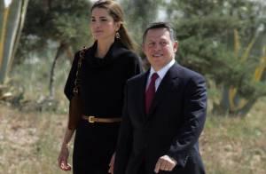 Quand la radieuse Rania de Jordanie et son époux saluent le départ du Pape, c'est toujours avec autant de classe !