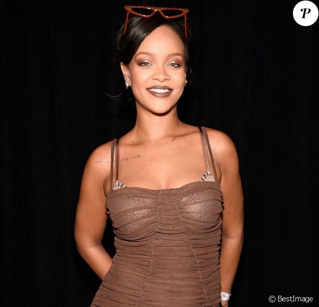 """Rihanna lance sa gamme de rouge à lèvres """"Stunna Lip Paint"""" de sa collection de cosmétiques Fenty Beauty. New York, le 21 septembre 2018."""