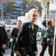 """Laeticia Hallyday se rend dans les locaux de la station de radio RTL avec son agent Laurence Favalelli pour un interview suite à la sortie de l'album de Johnny """"Mon pays c'est l'amour"""" à Neuilly-sur-Seine le 19 octobre 2018."""