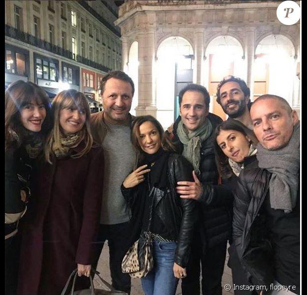 Florent Peyre a partagé cette photo de lui entouré de ses amis dont Arthur et Mareva Galanter, à Paris, le 23 octobre 2018