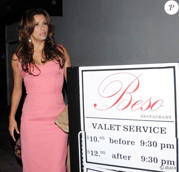 Eva Longoria à la sortie de son restaurant El Beso
