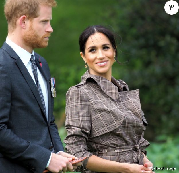 Le prince Harry, duc de Sussex, et Meghan Markle, duchesse de Sussex, enceinte assistent à une cérémonie de bienvenue traditionnelle sur les pelouses de la Government House à Wellington, en Nouvelle-Zélande le 28 octobre 2018.