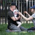 Exclusif - Ben Foster et sa compagne Laura Prepon font une sortie avec bébé Ella à New York le 14 juin 2018.