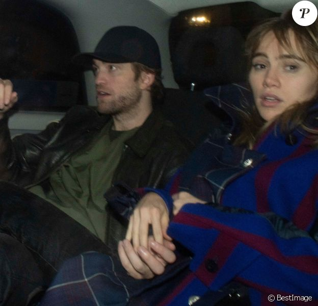 Robert Pattinson et Suki Waterhouse à la sortie du Chiltern Firehouse, à Londres, le 30 octobre 2018.
