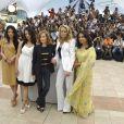 Les membres du jury du 62e festival de Cannes posant pour le photocall précédant la cérémonie d'ouverture le 13 mai 2009 : Shu Qi, Asia Argento, Isabelle Huppert, Robin Wright et Sharmila Tagore