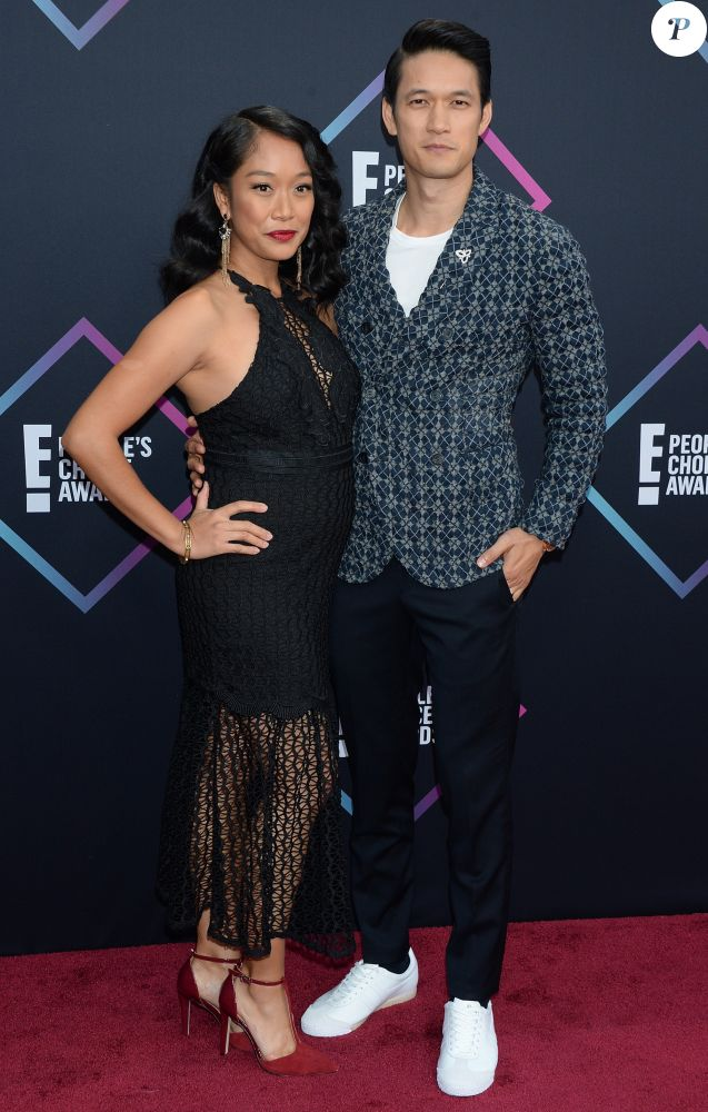 Harry Shum Jr et sa femme, enceinte, à la soirée People's Choice Awards au Barker Hangar à Santa Monica, le 11 novembre 2018