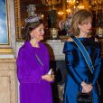 La reine Silvia et Laura Mattarella lors du dîner officiel donné au palais Drottningholm à Stockholm le 13 novembre 2018 pour la visite officielle du président italien Sergio Mattarella et sa fille Laura.