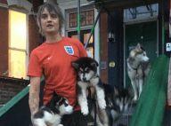 Pete Doherty laisse volontairement ses chiens massacrer un chaton en pleine rue
