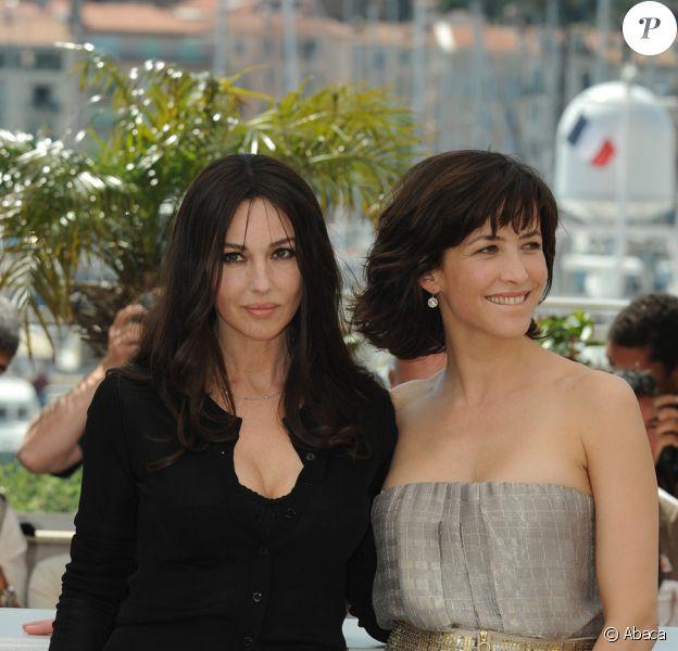 Monica Bellucci et Sophie Marceau lors du photocall de Ne te retourne pas, le 16 mai 2009