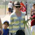 Reese Witherspoon et son fils Deacon hier à Los Angeles