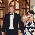 Le prince Harry, duc de Sussex, et Meghan Markle (enceinte), duchesse de Sussex quittent la soirée Royal Variety Performance à Londres le 19 novembre 2018.