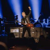 """Paul McCartney """"kiffe"""" Paris : Le Beatles jeune et fougueux à La Défense Arena"""