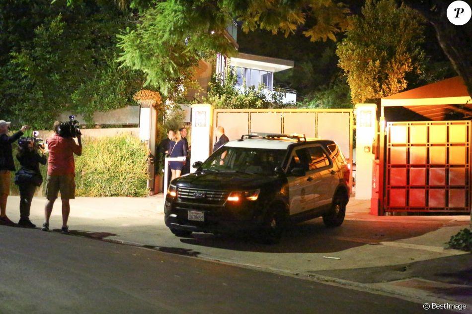Exclusif - La police de Los Angeles arrive en nombre au domicile de Rihanna pour un cambriolage en cours. le 25 septembre 2018.