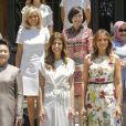 Les conjointes des dirigeants du G20,la Turque Emine Erdogan, la Canadienne Sophie Grégoire-Trudeau, la Chinoise Peng Liyuan, l'Argentine Juliana Awada, l'Américaine Melania Trump, la Singapourienne Lee Hsien Loong, la femme du président du Conseil européen Malgorzata Tusk, la Sud-Coréenne Kim Jung-sook, la Française Brigitte Macron, la Japonaise Akie Abe, l'Indonésienne Mufidah Jusuf Kalla, la femme du président de la BID, Maria Gabriela Sigala, ainsi que la femme du président du Financial Stability Board, Diana Carney, posent à la Villa Ocampo à San Isidro, Argentine, le 30 novembre 2018, dans le cadre du programme des conjoints en marge du sommet du G20. © G20 Argentina/Zuma Press/Bestimage
