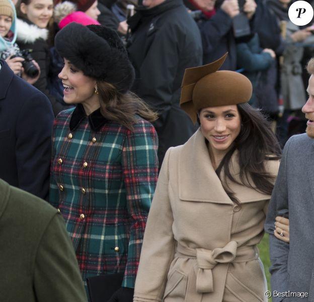 Kate Middleton, duchesse de Cambridge, et Meghan Markle étaient réunies pour la première fois en public le 25 décembre 2017, avec le prince William et le prince Harry au sein de la famille royale britannique, lors de la messe de Noël à Sandringham.