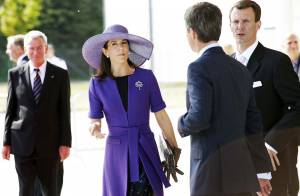 Entre enfants et obligations, la princesse Mary de Danemark est... partout ! Pendant ce temps-là, le prince Joachim... s'en grille une devant le Grand Prix !